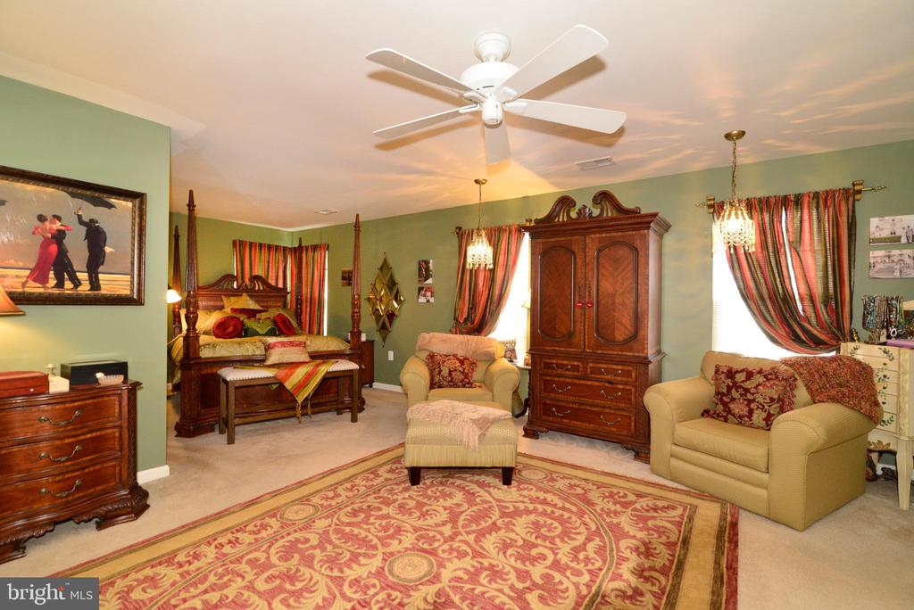 Large master suite with sitting area - 607 NATHAN PL NE, LEESBURG