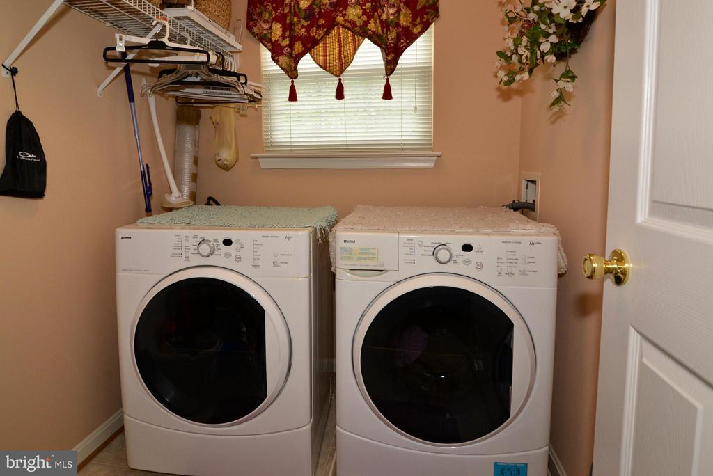 Upper level  laundry room - 607 NATHAN PL NE, LEESBURG