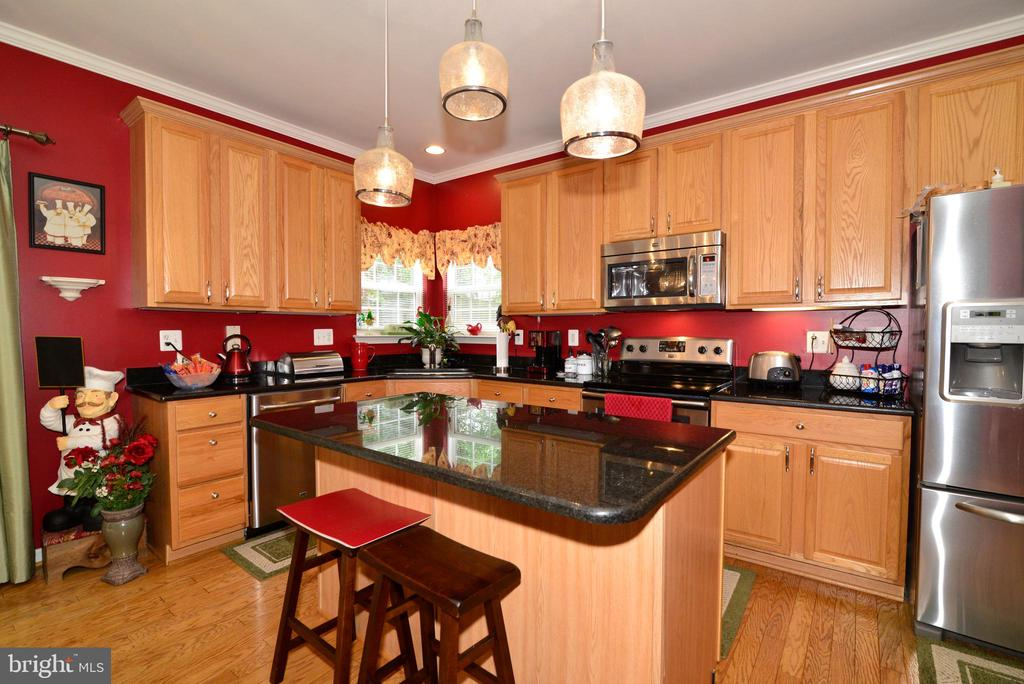 Updated appliances and lighting - 607 NATHAN PL NE, LEESBURG