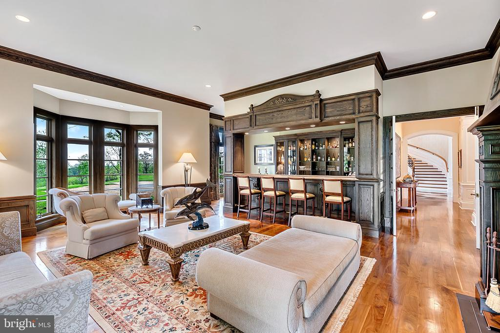 English Pub/ Billiard Room - 12410 COVE LN, HUME