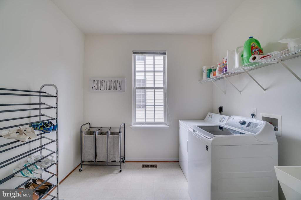 Laundry room - 24763 PRAIRIE GRASS DR, ALDIE