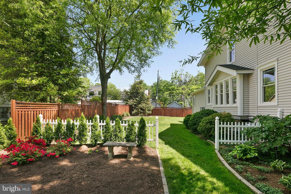 Gardens for the green thumb - 801 N JACKSON ST, ARLINGTON