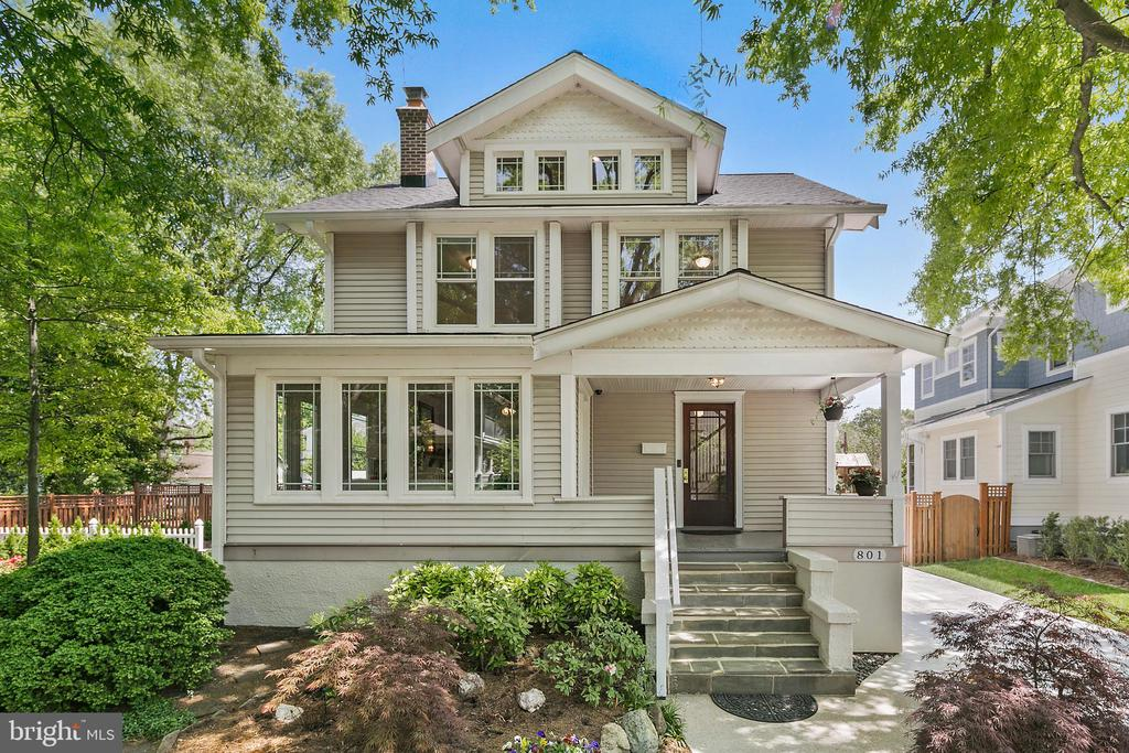 Talk about a property with curb appeal. - 801 N JACKSON ST, ARLINGTON