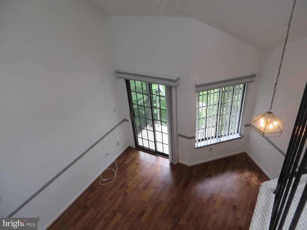 LOOKING DOWN TO LIVING ROOM - 6009-E MERSEY OAKS WAY #4E, ALEXANDRIA