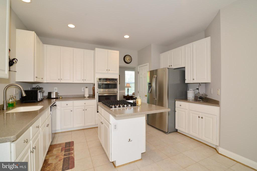 BRAND NEW STAINLESS STEEL APPLIANCES - 708 SEATON CT SE, LEESBURG
