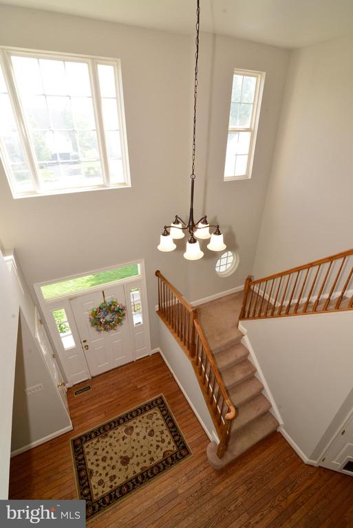 LOOKING DOWN TO FOYER - 708 SEATON CT SE, LEESBURG