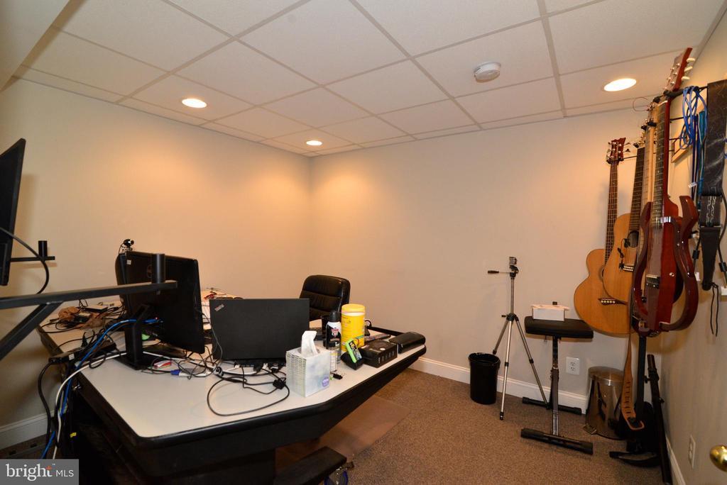 LOWER LEVEL OFFICE - 708 SEATON CT SE, LEESBURG