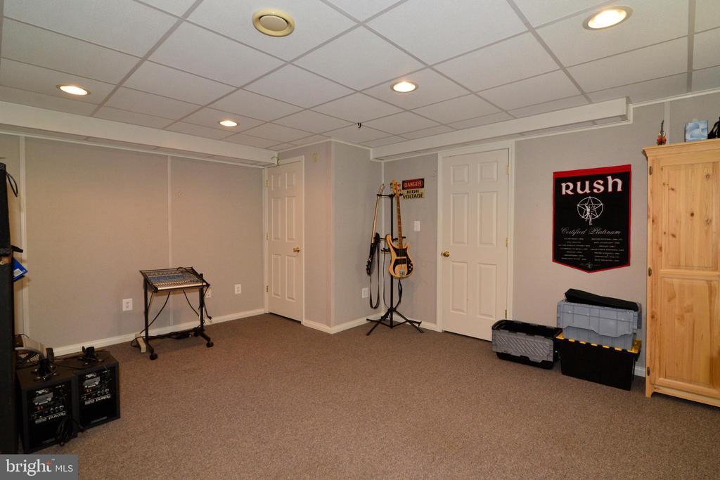 LEGAL 5TH BEDROOM IN BASEMENT - 708 SEATON CT SE, LEESBURG