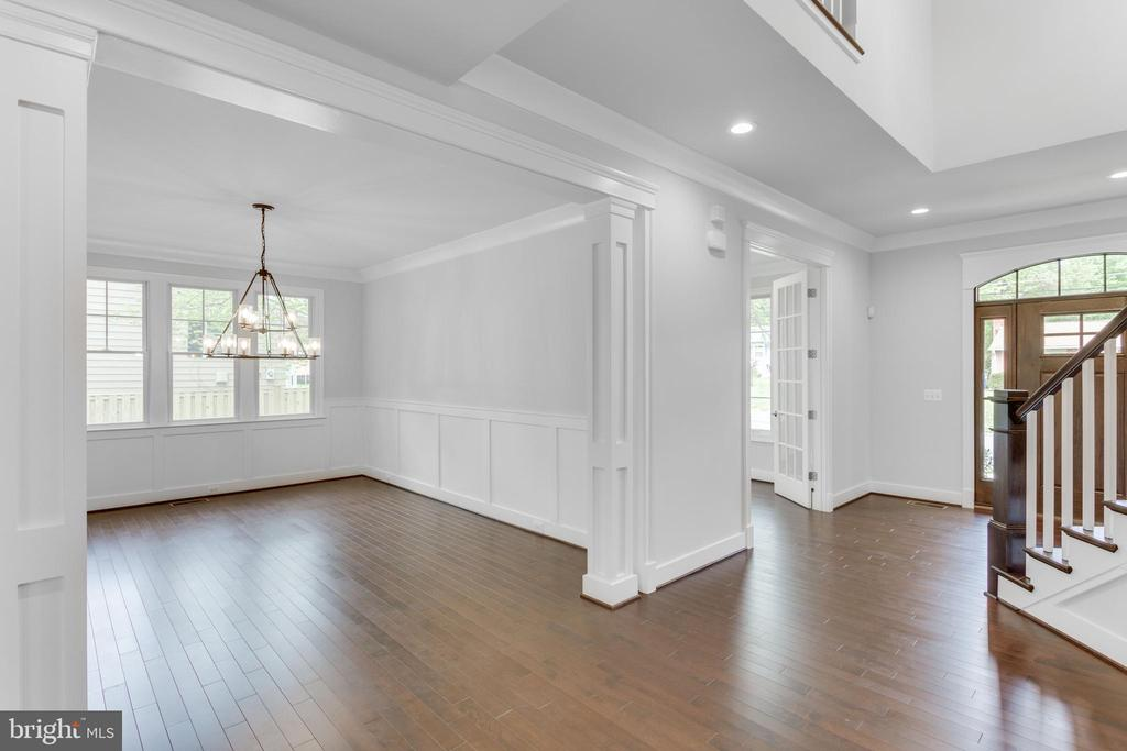 Formal dining-room. - 102 TAPAWINGO RD SW, VIENNA