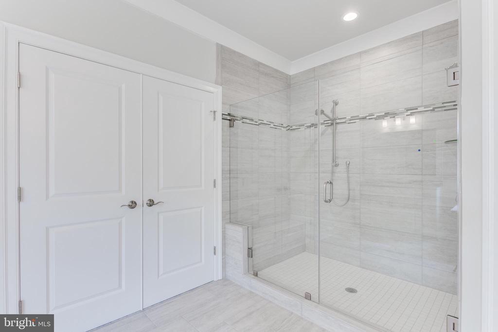 Master bath shower - 102 TAPAWINGO RD SW, VIENNA
