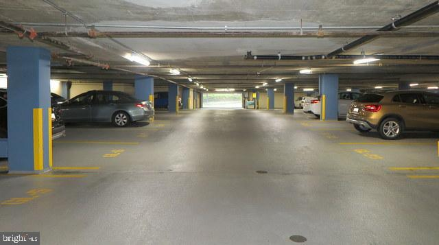 Garage entrance - 5802 NICHOLSON LN #2-L02, ROCKVILLE