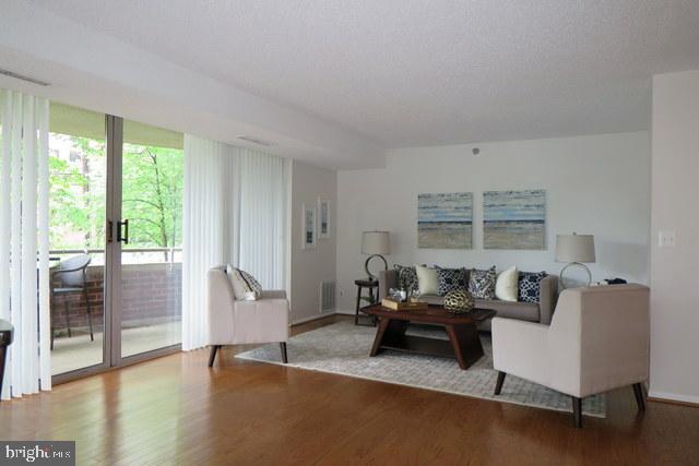 Living Room - 5802 NICHOLSON LN #2-L02, ROCKVILLE