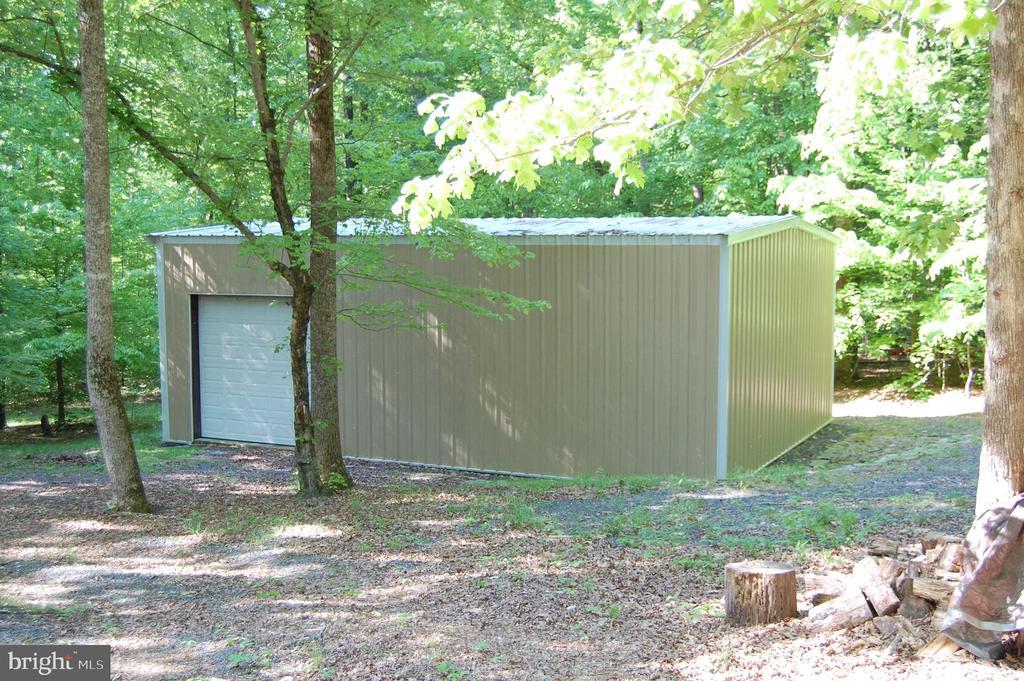 shaded outbuilding - 21 CARDINAL DR, FREDERICKSBURG
