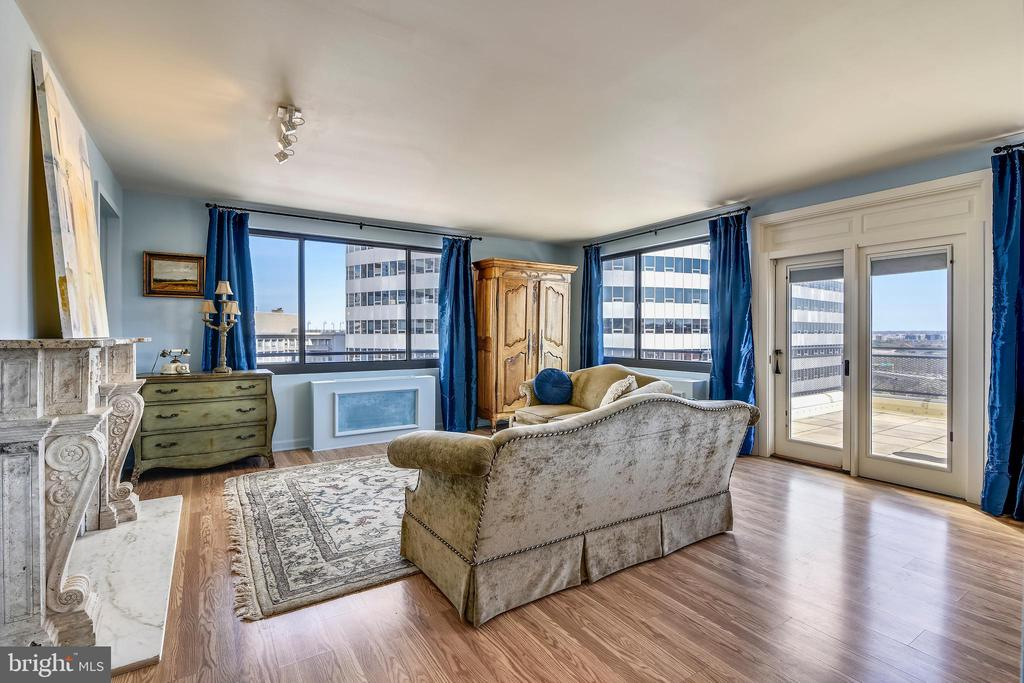 Spectacular Entrance View to Huge 650 SF Terrace - 1121 ARLINGTON BLVD #1006, ARLINGTON