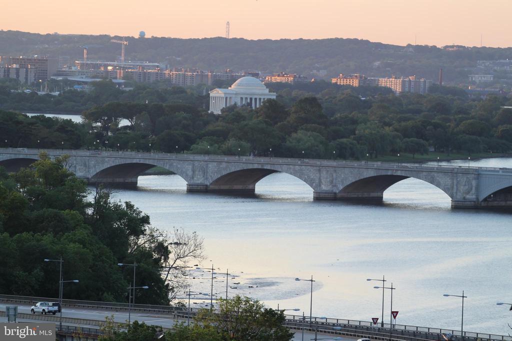 Daytime View of Jefferson Memorial & Key Bridge - 1121 ARLINGTON BLVD #1006, ARLINGTON