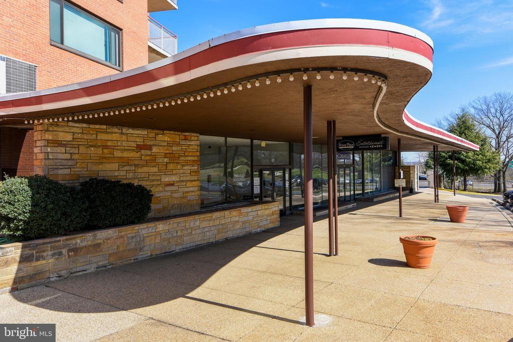 River Place Front Entrance - 1121 ARLINGTON BLVD #1006, ARLINGTON