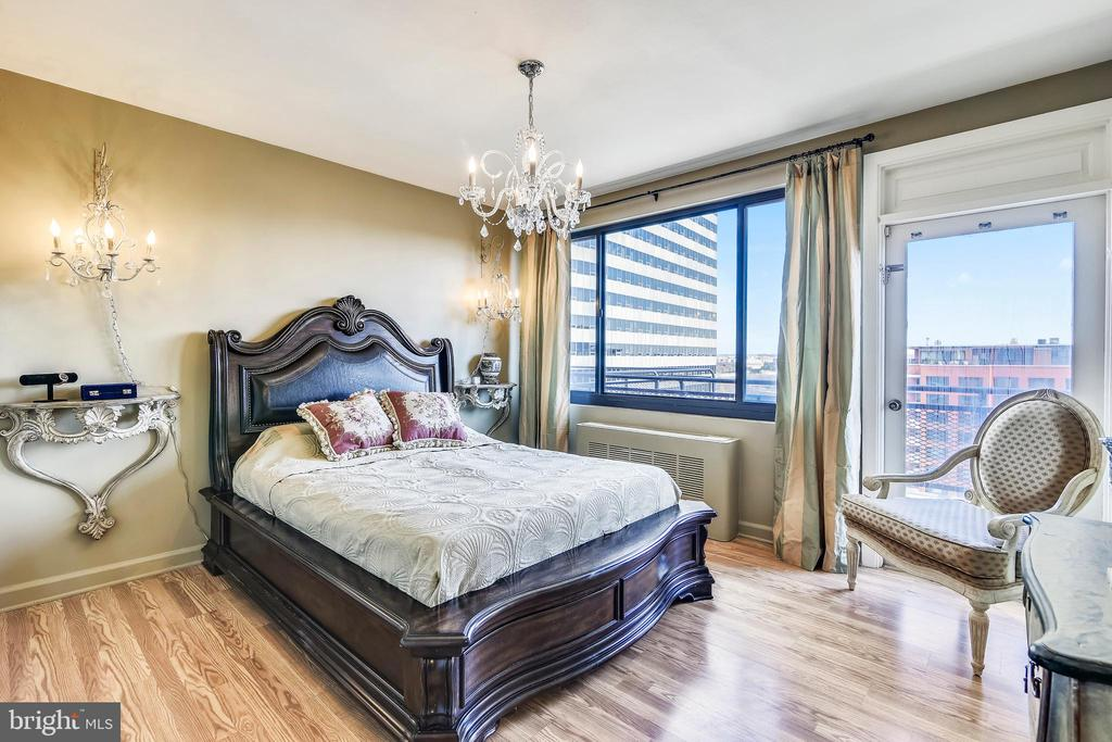 Master Bedroom with more Amazing View - 1121 ARLINGTON BLVD #1006, ARLINGTON