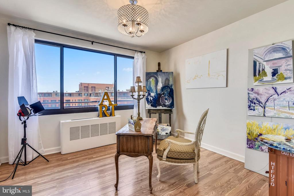 Large Second Bedroom with Bright Open View - 1121 ARLINGTON BLVD #1006, ARLINGTON