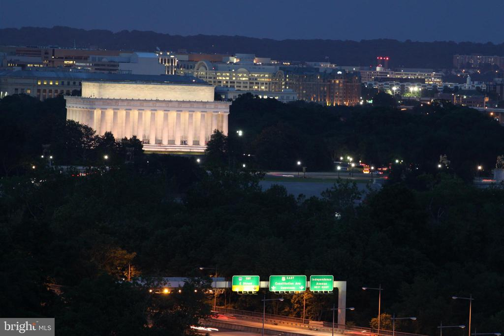 Night View of Lincoln Memorial from Terrace - 1121 ARLINGTON BLVD #1006, ARLINGTON