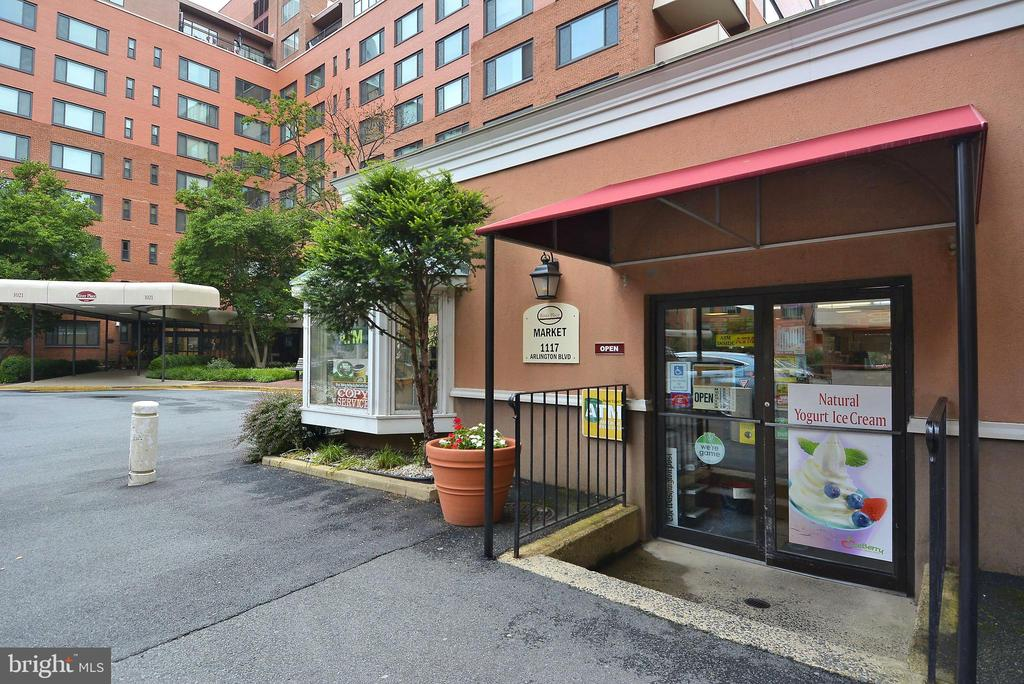 River Place Shopping - 1121 ARLINGTON BLVD #1006, ARLINGTON
