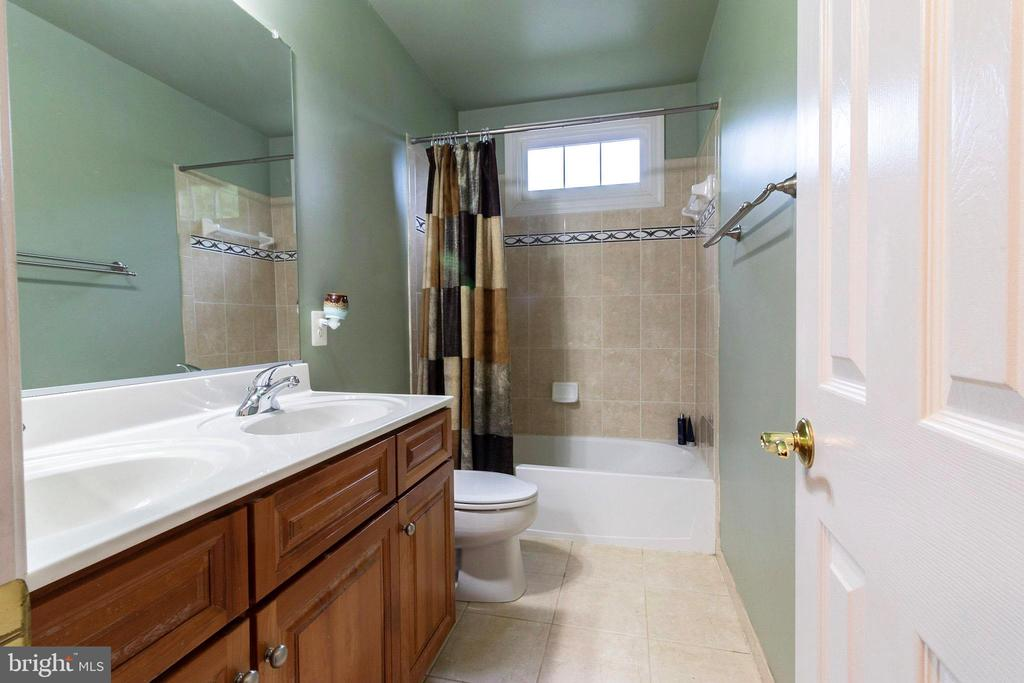 Secondary Bathroom - 3713 STONEWALL MANOR DR, TRIANGLE