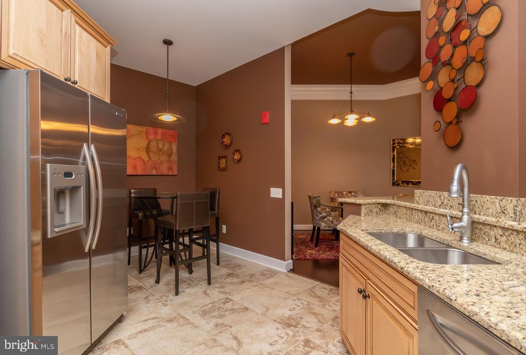 Kitchen and Breakfast Area - 1915 TOWNE CENTRE BLVD #1202, ANNAPOLIS