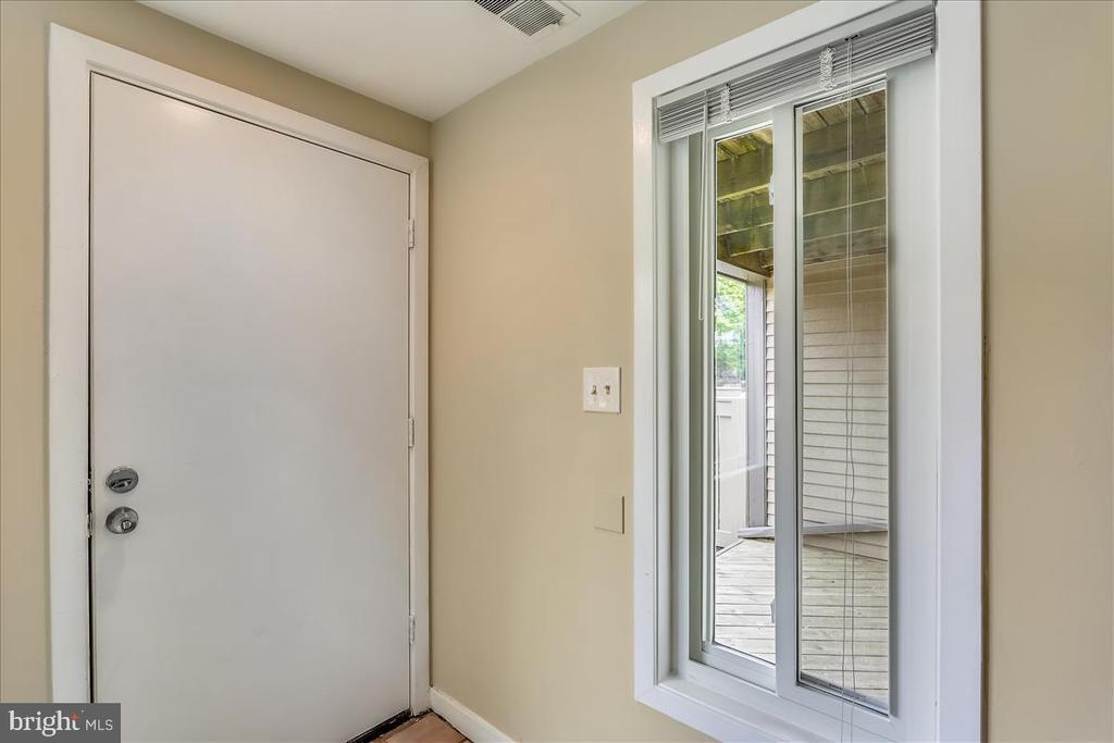 Entry Foyer - 18111 COPPS HILL PL, MONTGOMERY VILLAGE