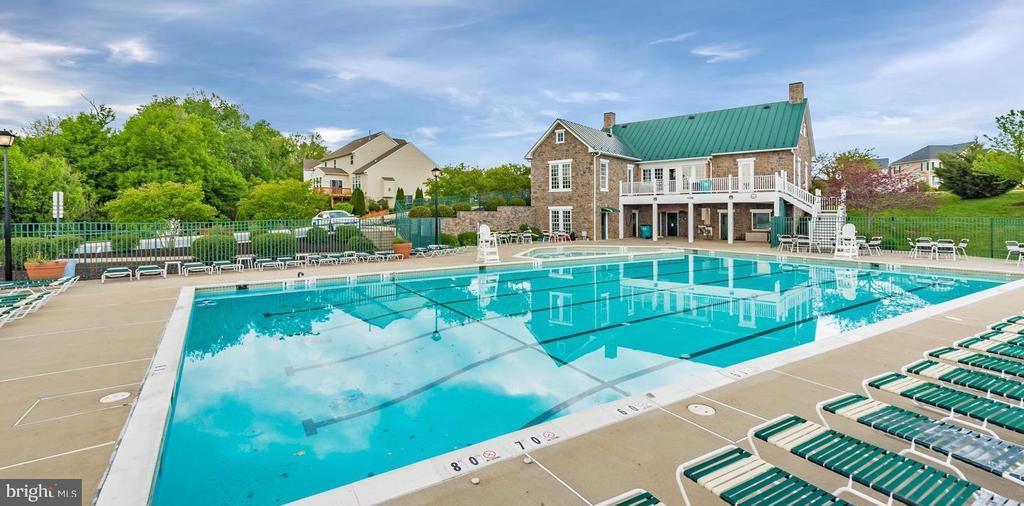 Community pool - 1808 GREYSENS FERRY CT, POINT OF ROCKS