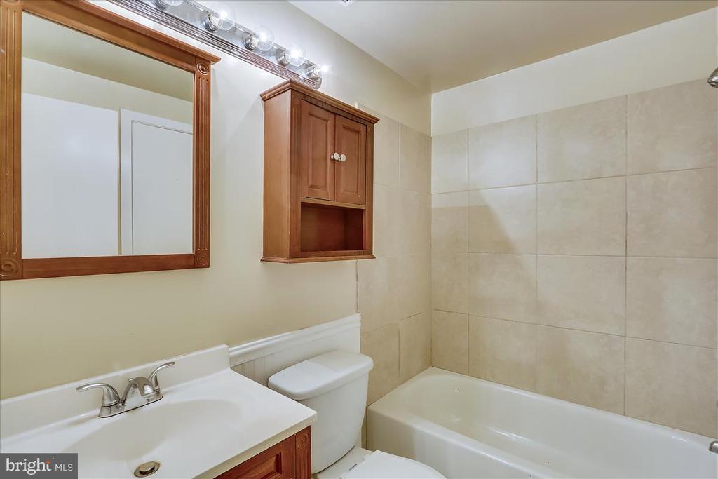 Full Bath - 18111 COPPS HILL PL, MONTGOMERY VILLAGE