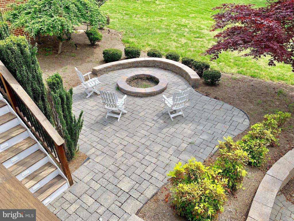 Fire pit and Patio - 12775 YATES FORD RD, CLIFTON