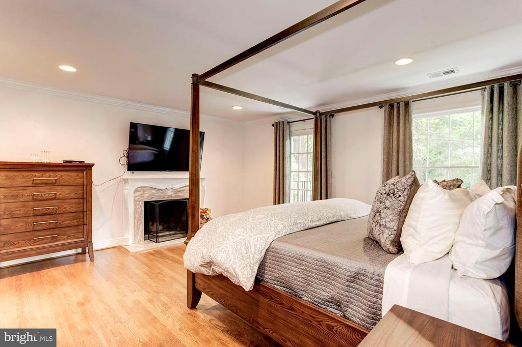 Master bedroom with fireplace and balcony - 3115 NORMANSTONE TER NW, WASHINGTON