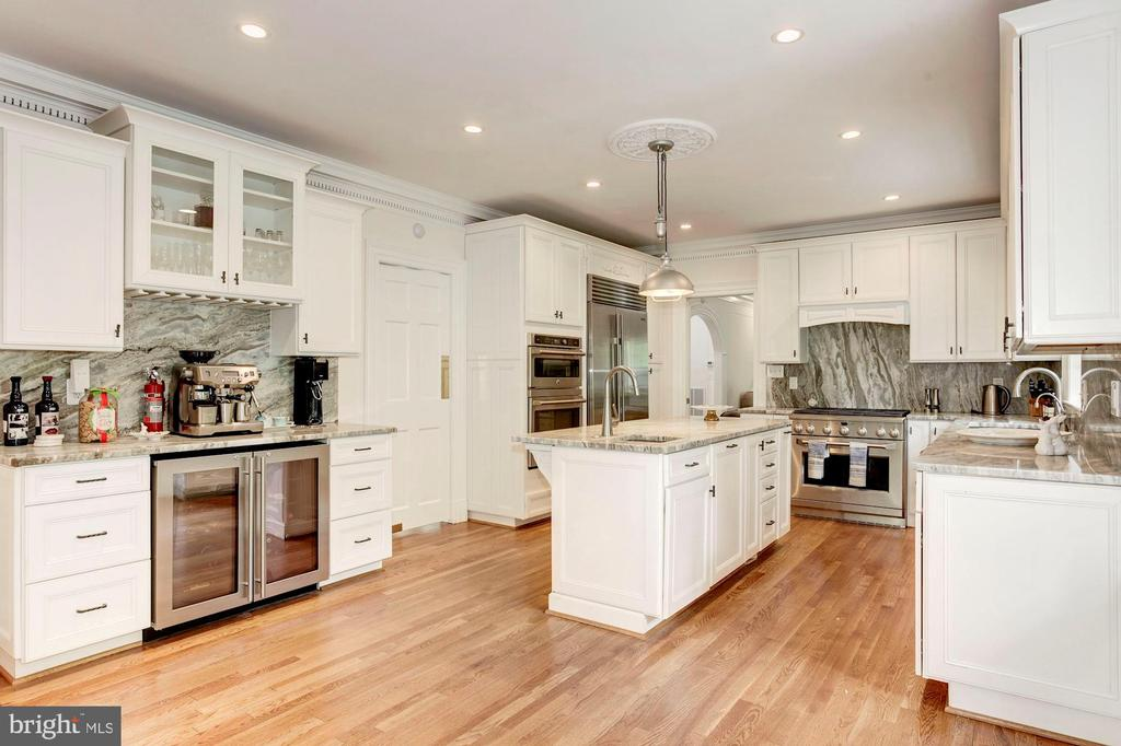 Chef Kitchen with access to dining and living room - 3115 NORMANSTONE TER NW, WASHINGTON