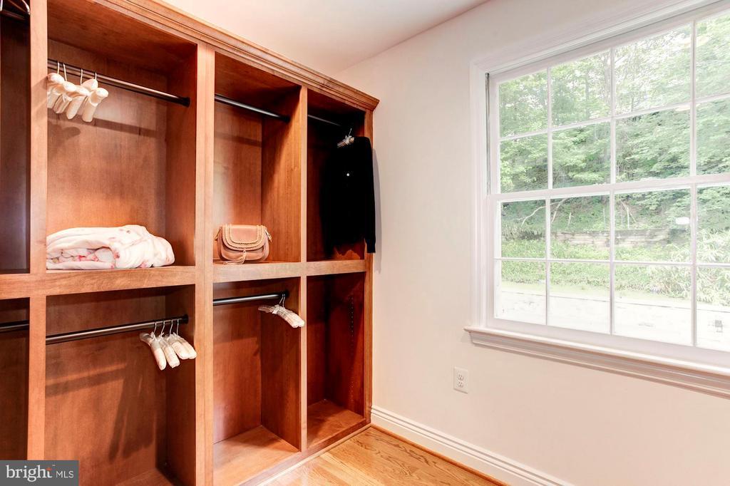 Master Closet - 3115 NORMANSTONE TER NW, WASHINGTON