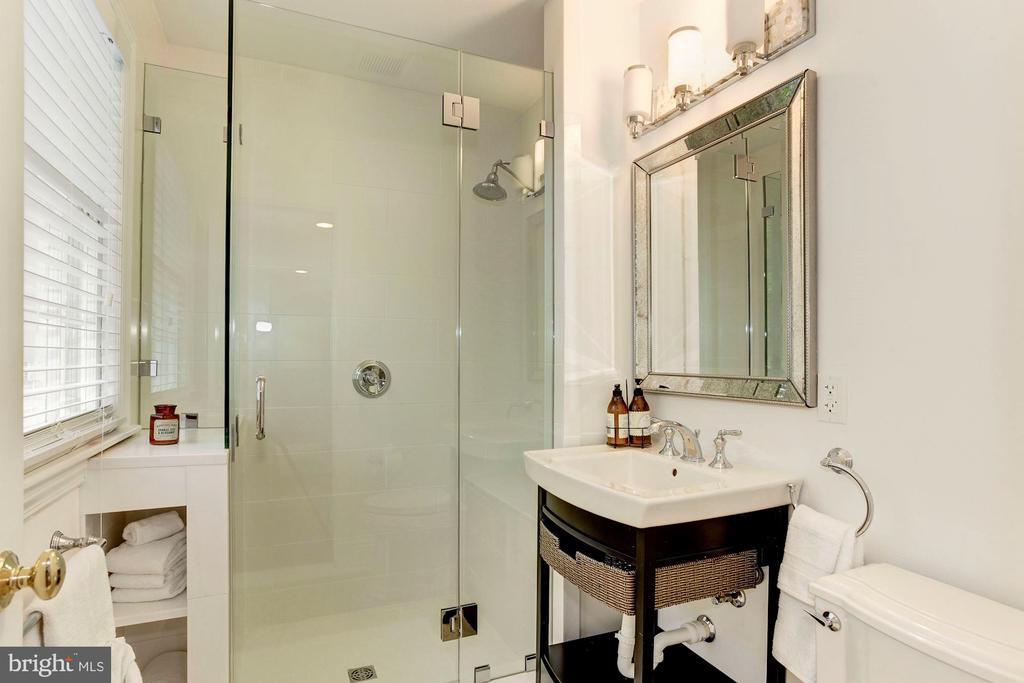 Suite 2 Bathroom - 3115 NORMANSTONE TER NW, WASHINGTON