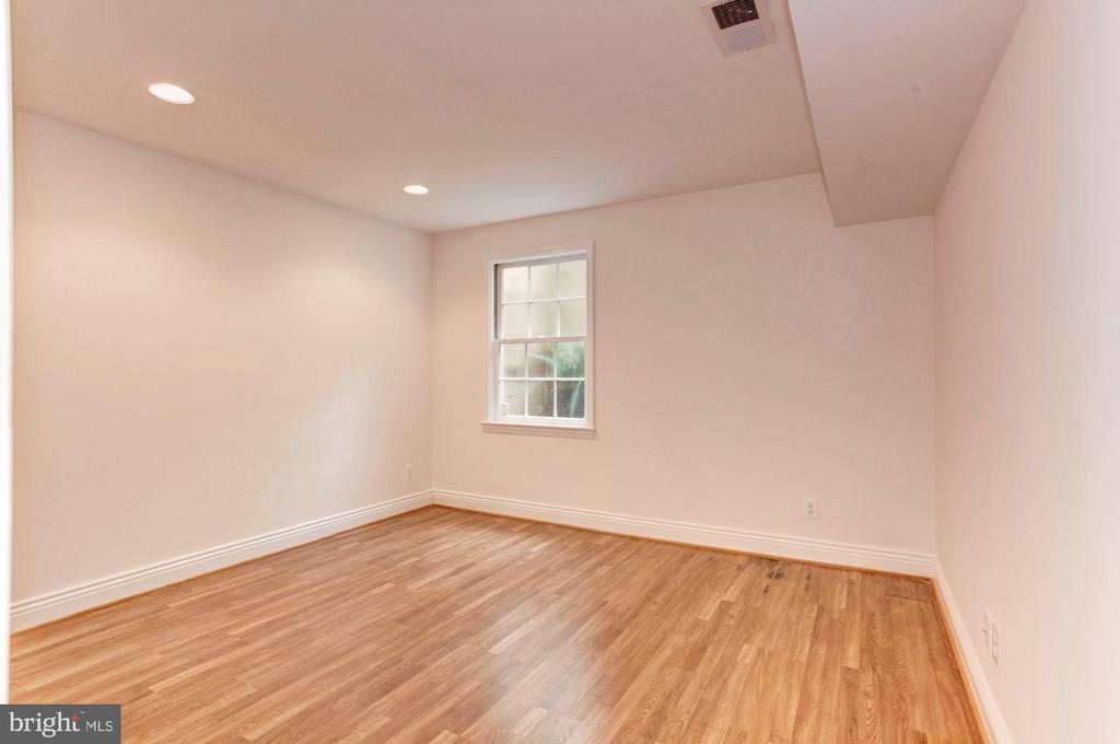 Guest Suite 5 (Includes bathroom) - 3115 NORMANSTONE TER NW, WASHINGTON