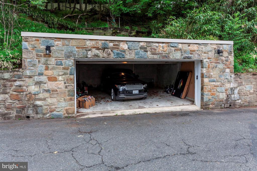 2-car garage (open) - 3115 NORMANSTONE TER NW, WASHINGTON