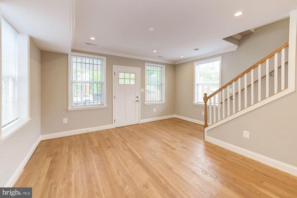 Plenty of space for dining & relaxing - 4521 CLAY ST NE, WASHINGTON