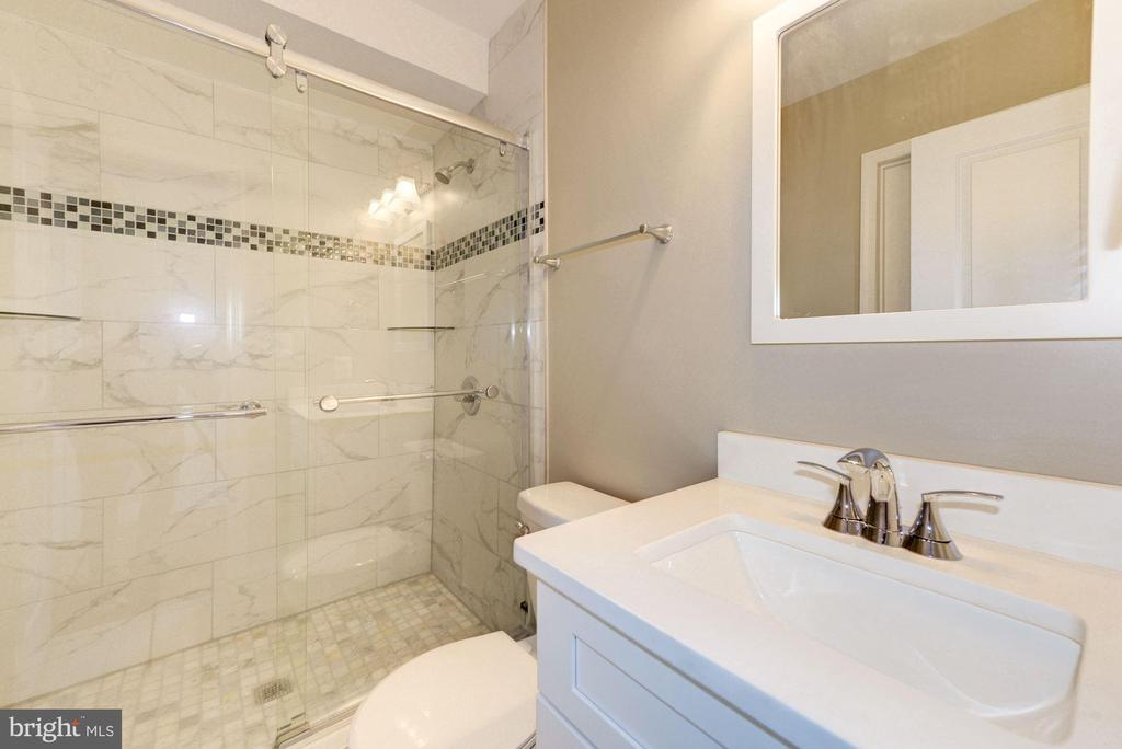 Main level en-suite and full guest bathroom - 4521 CLAY ST NE, WASHINGTON