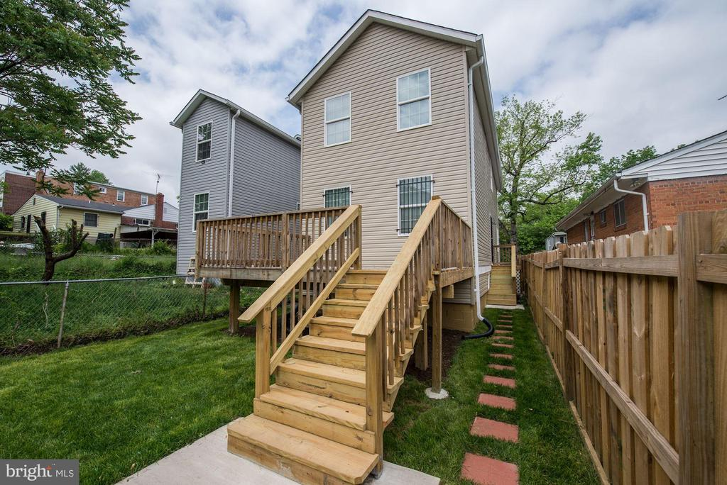 Rear yard and large party deck - 4521 CLAY ST NE, WASHINGTON