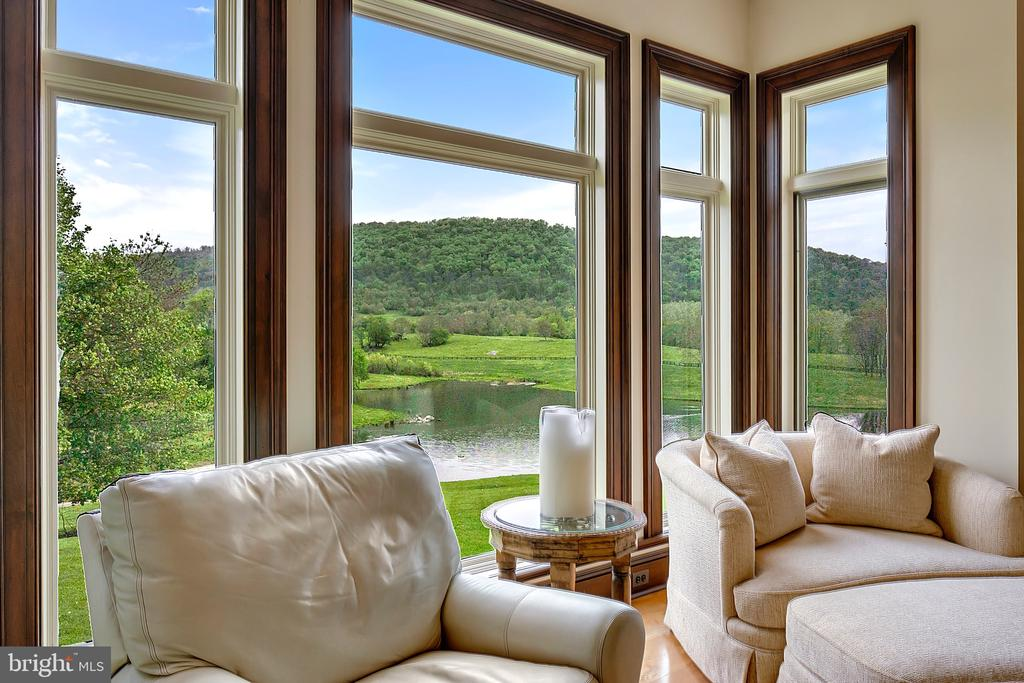 Office with view to the mountain - 12410 COVE LN, HUME