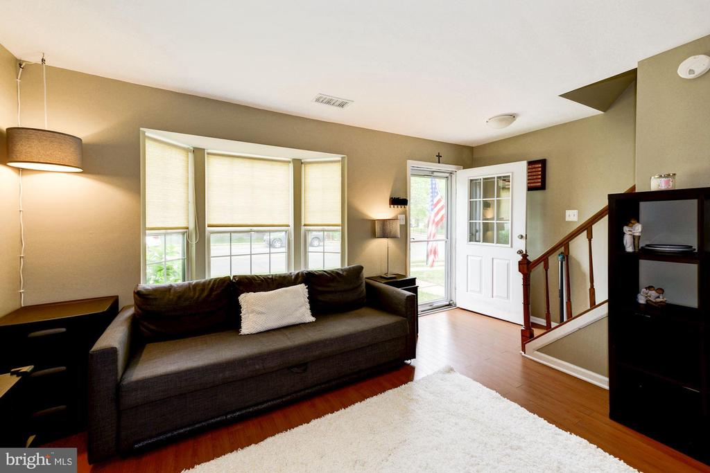 Entrance and Living Room - 6964 OLD BRENTFORD RD, ALEXANDRIA