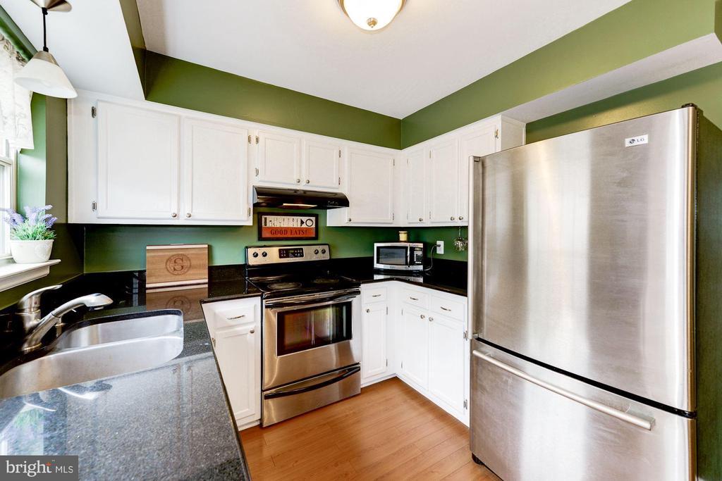 Updated Kitchen - 6964 OLD BRENTFORD RD, ALEXANDRIA