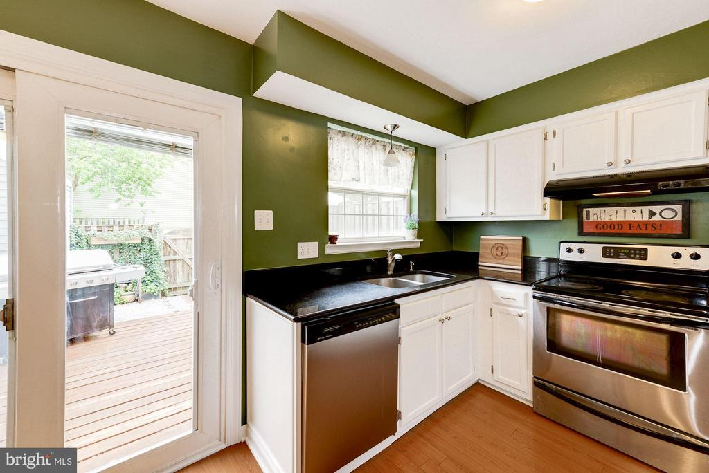 Kitchen With Sliding Glass Door to Deck - 6964 OLD BRENTFORD RD, ALEXANDRIA