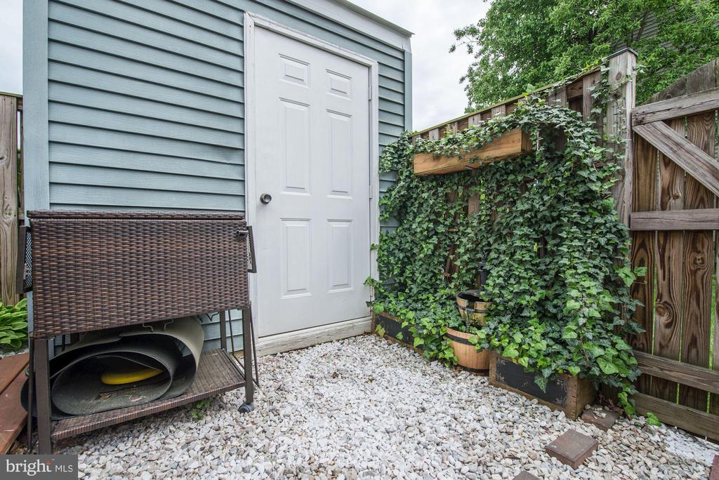 Shed for Extra Storage - 6964 OLD BRENTFORD RD, ALEXANDRIA