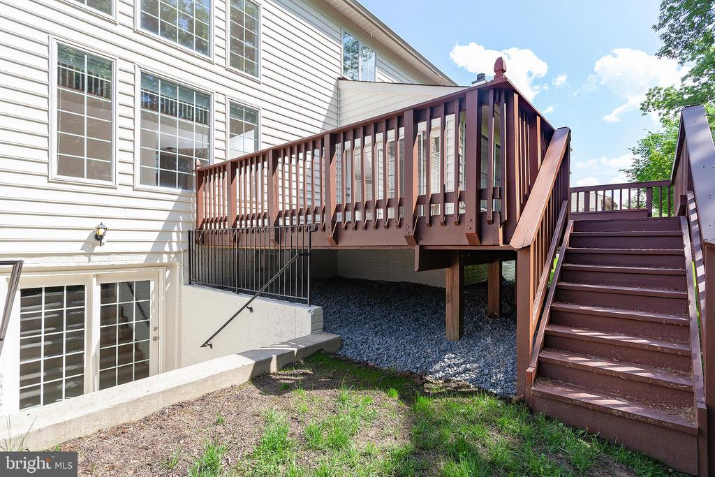 Custom Deck - 25425 BRADSHAW DR, CHANTILLY