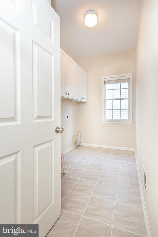 Main Level Laundry Room - 25425 BRADSHAW DR, CHANTILLY