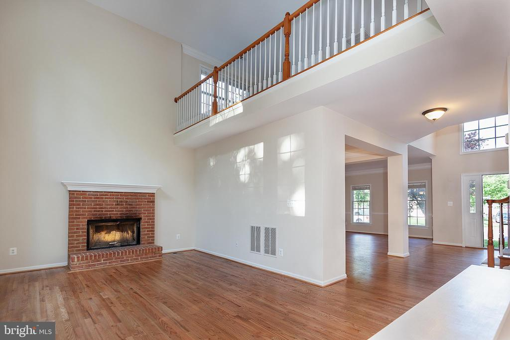 Wood Burning Fireplace - 25425 BRADSHAW DR, CHANTILLY