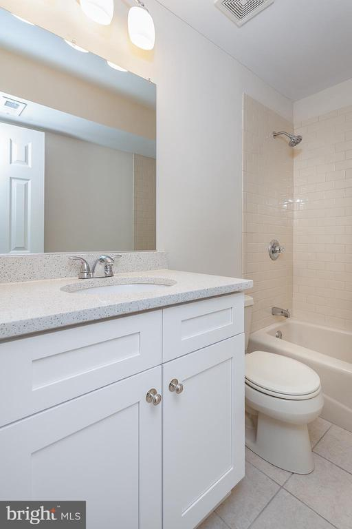 Basement Full Bathroom - 25425 BRADSHAW DR, CHANTILLY