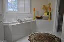 Master w/large tub. Enclosed toilet for privacy. - 1503 S OAKLAND ST, ARLINGTON