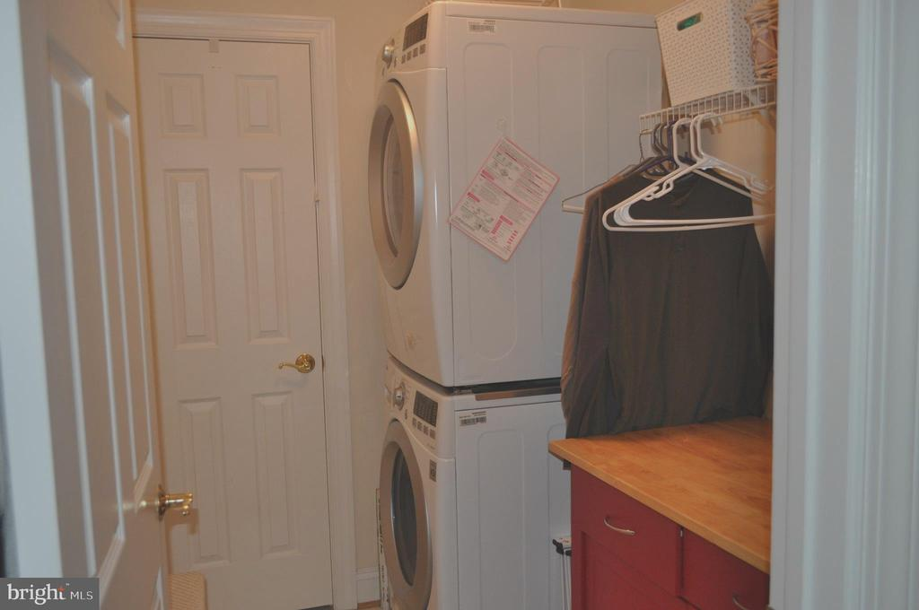 Laundry room with closet on upper level. - 1503 S OAKLAND ST, ARLINGTON